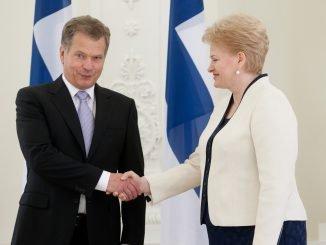 Dalia Grybauskaitė greets the Finnish President  Saulis Ninisto in Lithuania