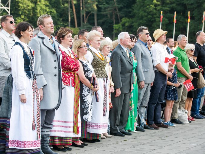 Lithuanian leaders sing the national anthem