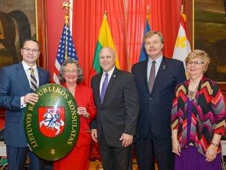 FLTR Ambassador Pavilionis, Honourable Consul Clarkson, Mayor Mitchell, Honourable Consul Prunskis and the Dutch Honourary Consul Willems Photo Ludo Segers