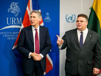 British Foreign Secretary Philip Hammond and Lithuanian Foreign Minister Linas Linkevičius