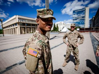 USA soldiers in the front of the Seimas