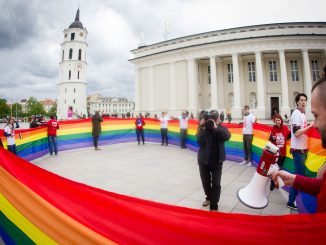 Rainbow flag at Vilnius Cathedral Square. Photo by Augustas Didžgalvis, LGL