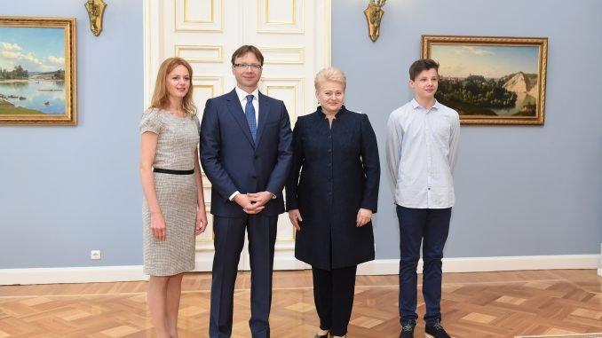 Rolandas Kriščiūnas (second left) and President Dalia Grybauskaitė (second right). Photo by R.Dačkus, President's Office