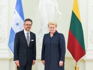 Honduran Ambassador Roberto Flores Bermudez and President Dalia Grybauskaitė