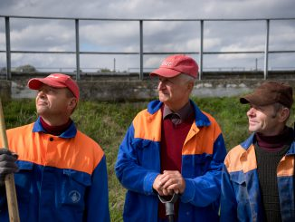 De-industrialisation was the most painful for older workers. The employment service has directed these men to do community service at the local water supplier (photo by Dalia Mikonytė)