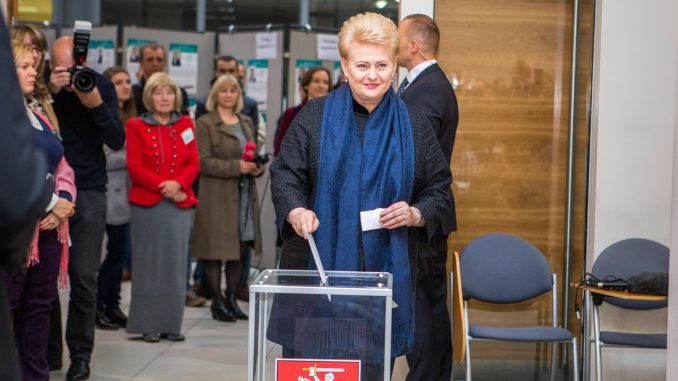 President Grybauskaitė casting her ballot in early voting in the Seimas elections