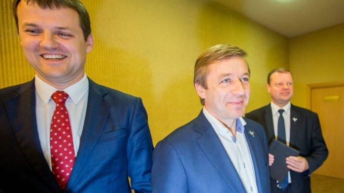 Ramūnas Karbauskis (centre)