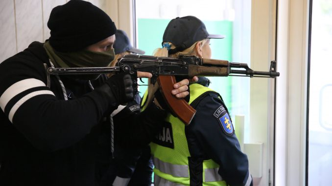 Lithuanian officials train to repel raids by foreign saboteurs in Šalčininkai
