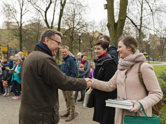 Dutch ambassador Bert van de Lingen greets guest carrying books  Photo © Ludo Segers @ The Lithuania Tribune