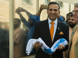 Indian Ambassador Ajay Bisaria after unveiling the Hindi  plaque of the Uzupis Constitution  Photo © Ludo Segers
