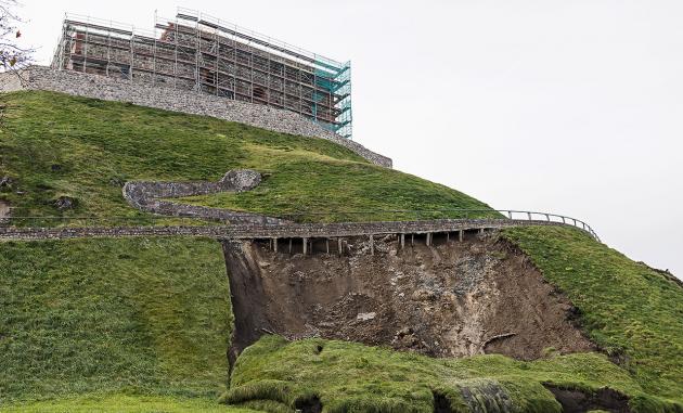 Landslide below pedestrian walkway on Gediminas Hill     Photo © Ludo Segers @ The Lithuania Tribune