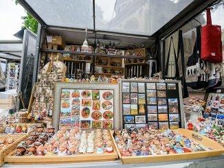 Vendors at the Pilies Str in Vilnius / E. Genys photo