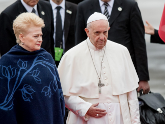 Pope Francis and President Grybauskaitė at the Vilnius Airport