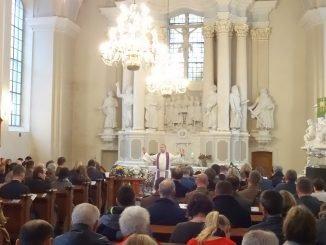 Bishop Mindaugas Sabutis gives sermon for Remembrance service