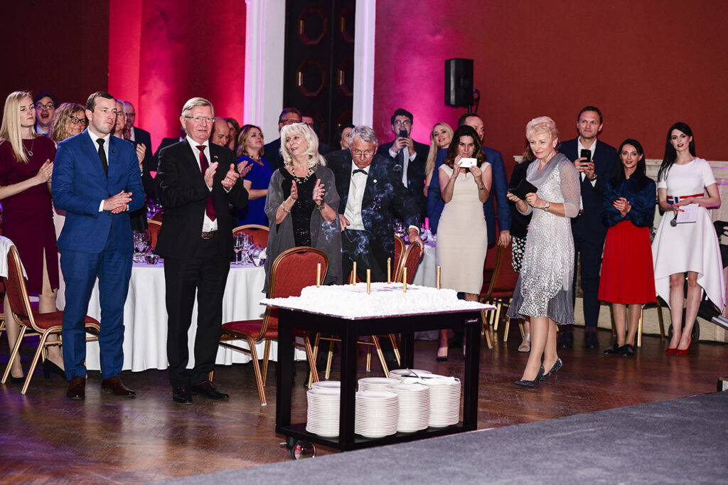 A 10th Anniversary cake for 130 attendants © Ludo Segers @ The Lithunia Tribune