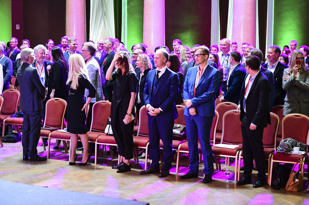 An audience getting on its feet at the 5th Norwegian Business Forum in Vilnius Photo © Ludo Segers @ The Lithuania Tribune