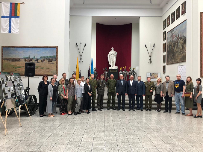 H. E. Volodymyr Yatsenkivskyi with Lithuanian and Urkrainian military in Kaunas