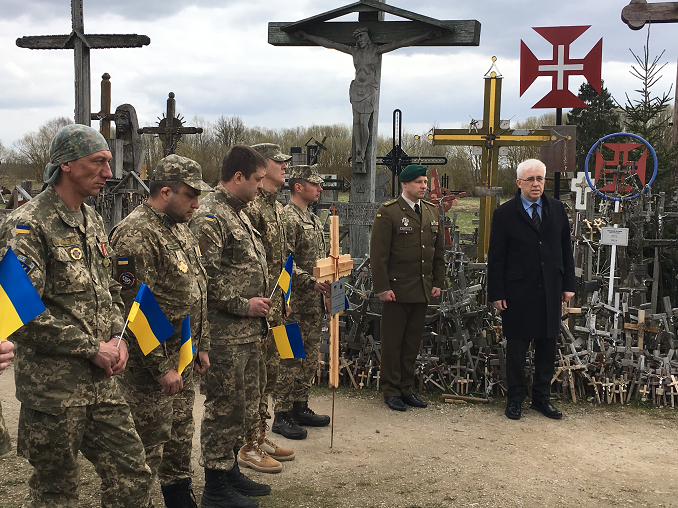 H. E. Volodymyr Yatsenkivskyi with Ukrainian soldiers at the Hill of Crosses in Šiauliai