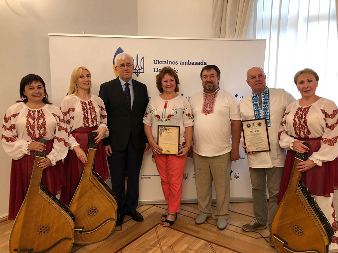 H. E. Volodymyr Yatsenkivskyi with the Ukrainian national music enthusiasts