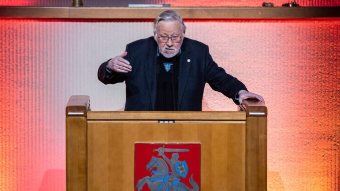 Prof. Vytautas Landsbergis deliveriing the speech in the Seimas on Jaunary 13, 2021 Poto Olga Pasaškova LRS.lt